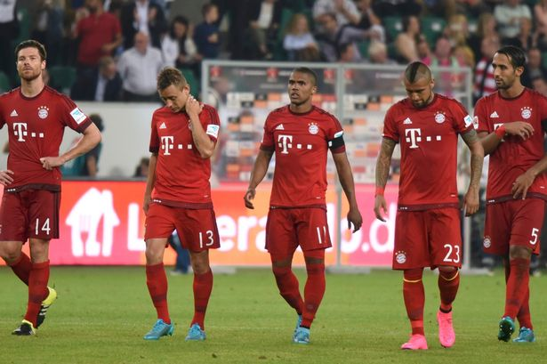 Bayern-Munich-players-leave-the-pitch-dejected-after-being-defeated-by-VfL-Wolfsburg
