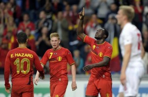 Belgium's Romelu Lukaku celebrates next to Eden Hazard (L) and Kevin De Bruyne (2nd L) after scoring against Luxembourg during their international friendly soccer match in Genk May 26, 2014. REUTERS/Laurent Dubrule